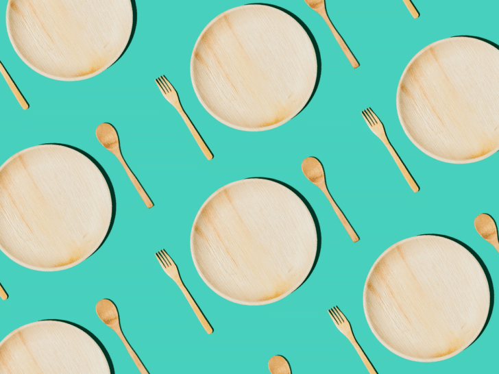wooden cutlery and plates for your wedding