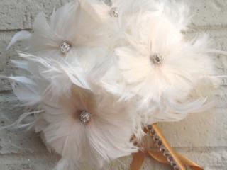 feather wedding bouquet - flower alternatives