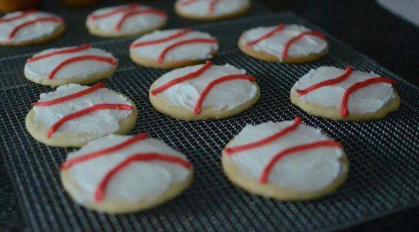 Baseball cookie favors!