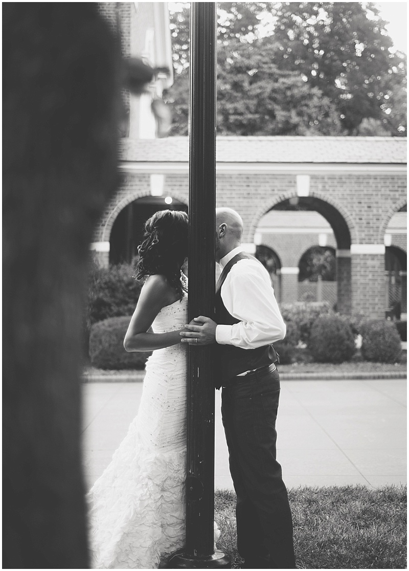 kissing wedding photos