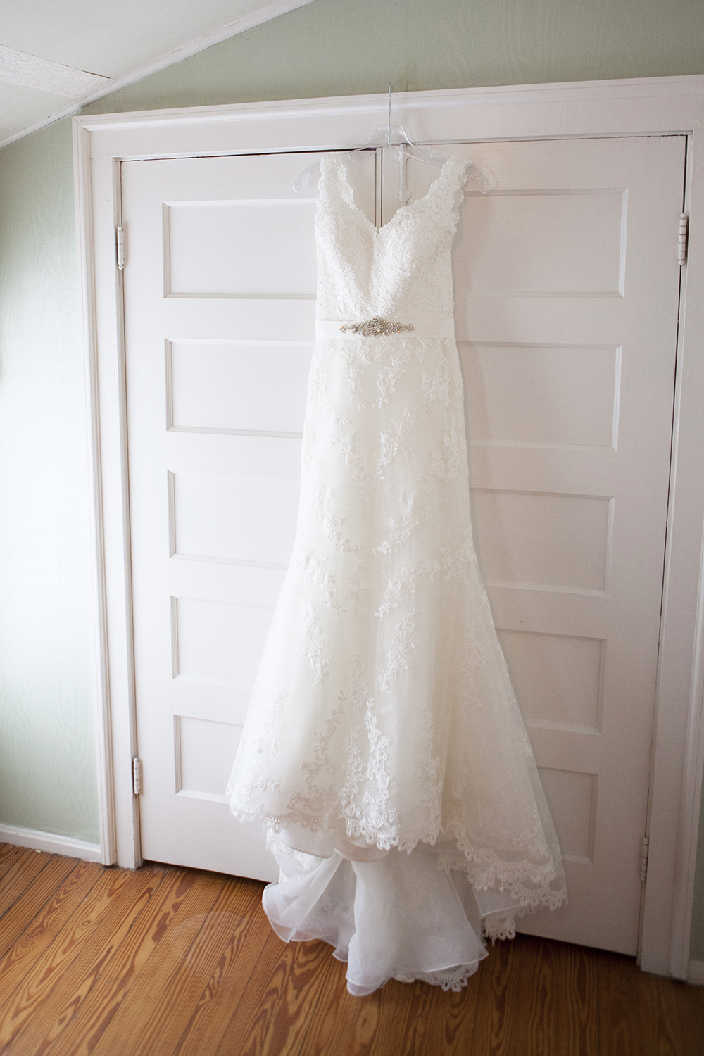 White for the Wedding Day // photo by Mandy Owens Photography