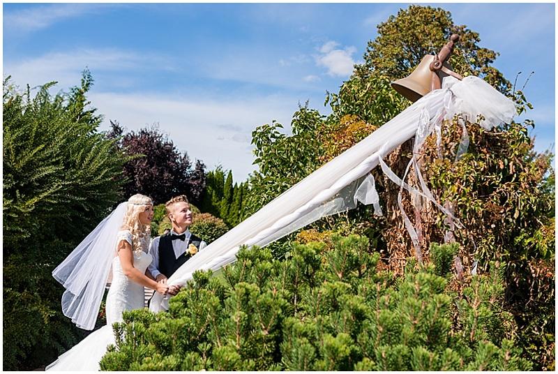 wedding couple garden photos