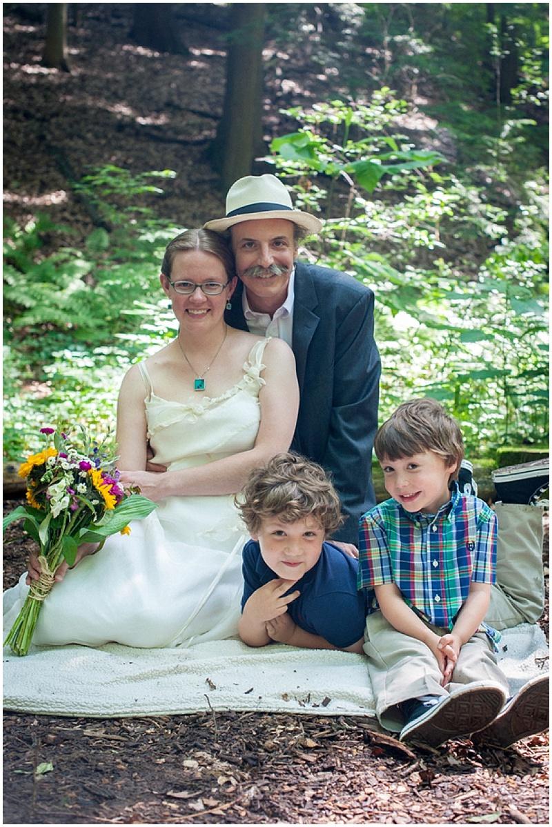 casual outdoor family wedding shots