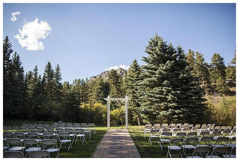 outdooor wedding ceremony