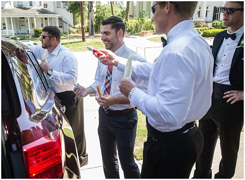 groomsmen decorating car