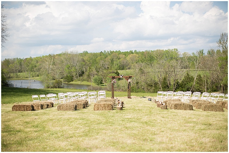 Rustic Wedding with Teal Details_015