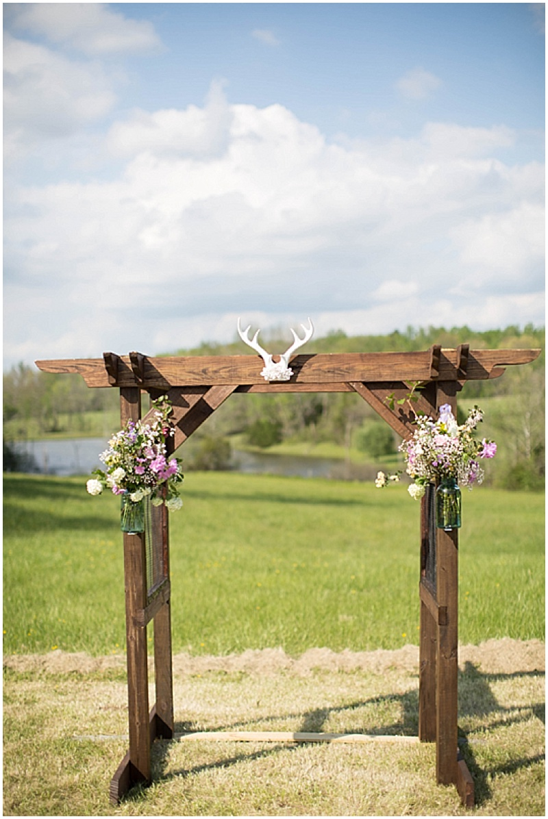 Rustic Wedding with Teal Details_016