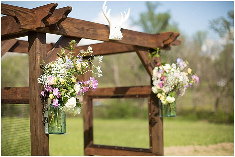 Rustic Wedding with Teal Details_017