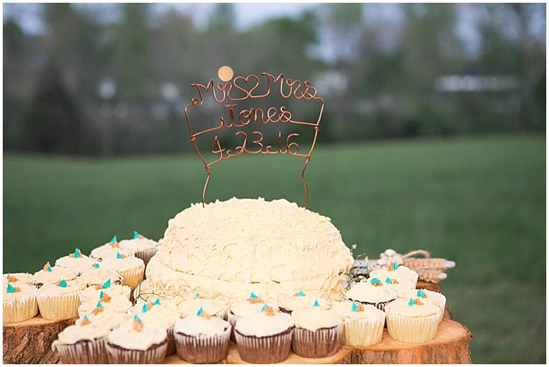 Rustic Wedding with Teal Details_051
