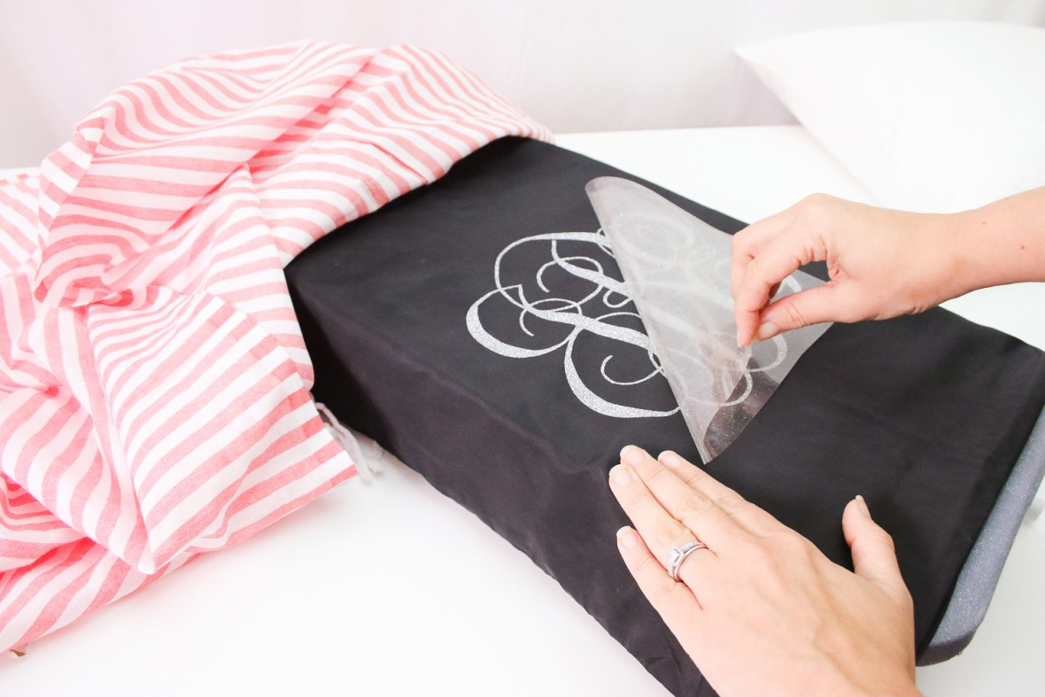 cricut-monogrammed-pillows-14