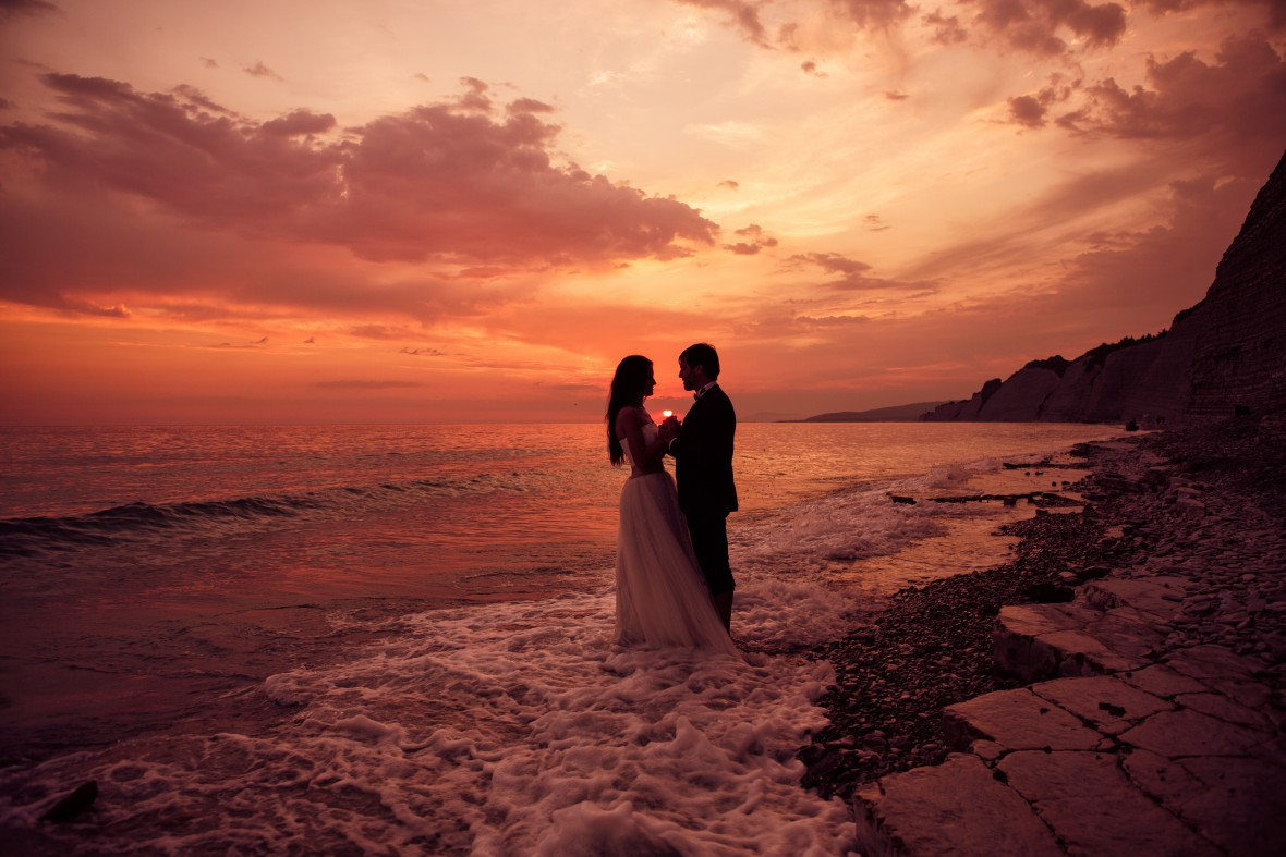 Plan your picture perfect destination wedding with DestinationWeddings.com