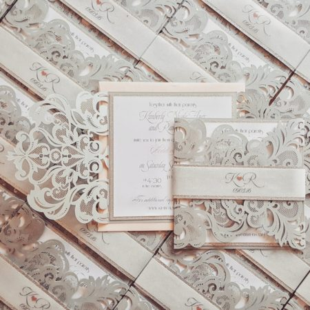 If you have decided to have your big day during the winter, you'll definitely want to take a look at these beautiful winter wedding accents.