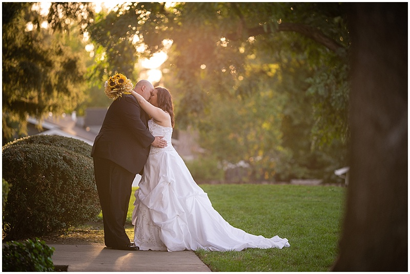 outdoor couple wedding photos