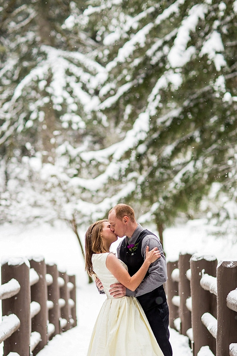 outdoor winter wedding photos