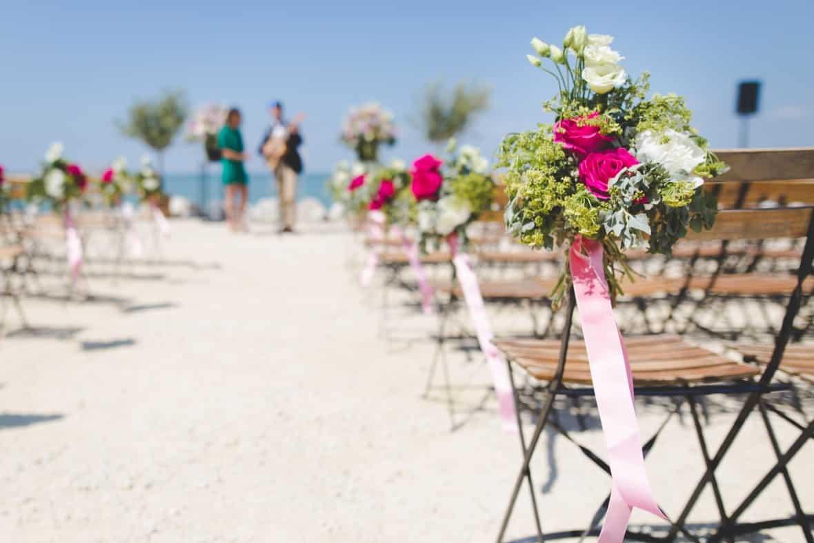 How to Save Money On Popular Wedding Themes - Beach Wedding