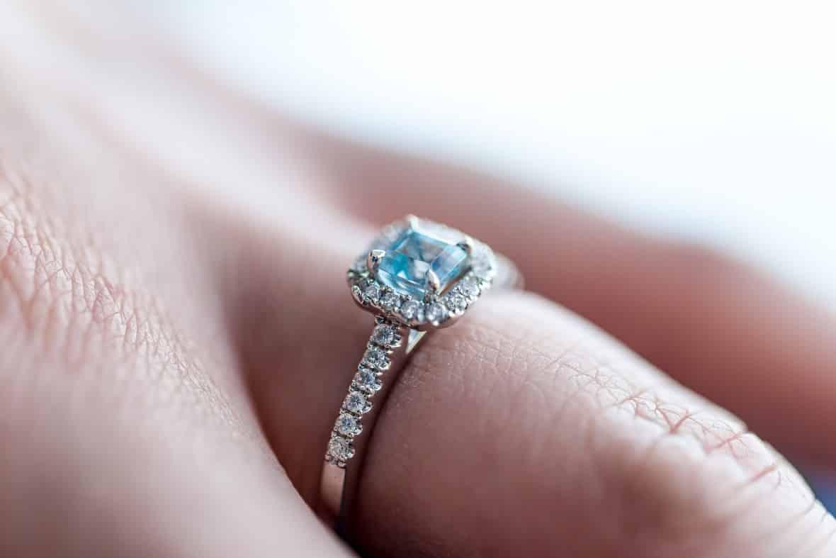 Factors that determine engagement ring cost