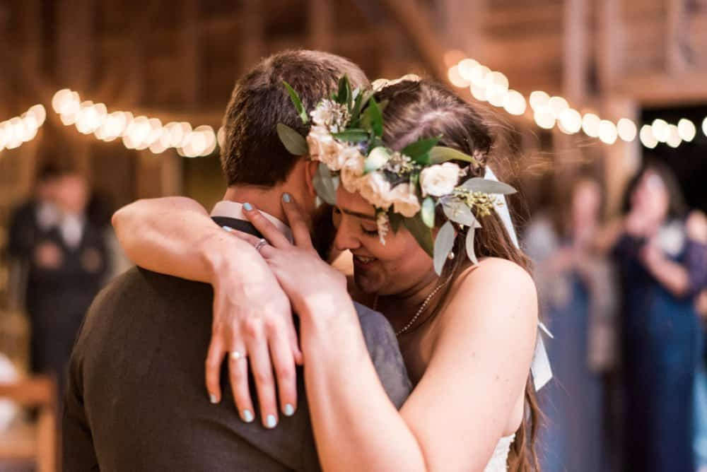 bride and groom, cabin wedding