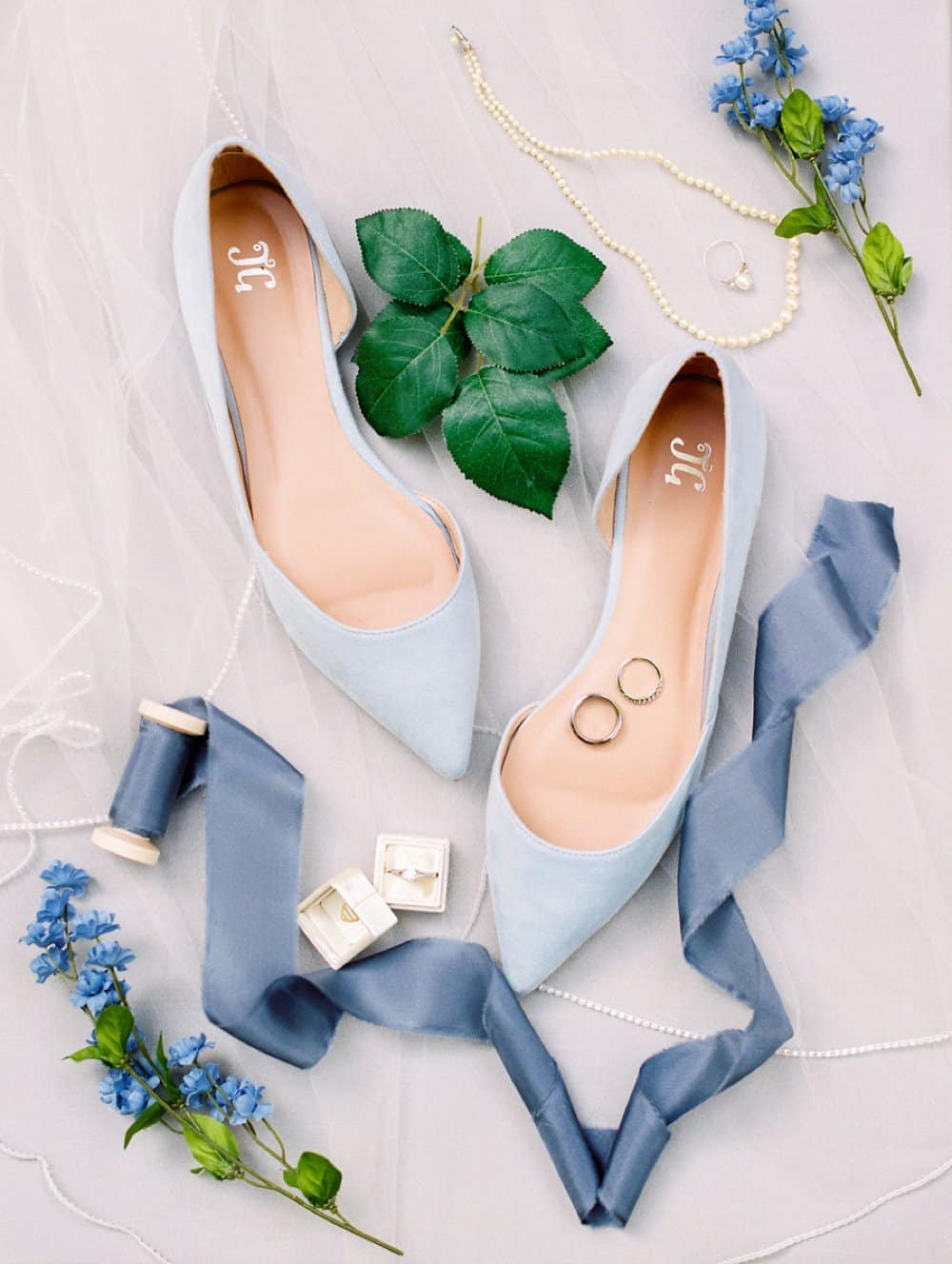 wedding accessories, bride style, wedding photos