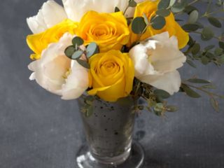 Blooms on a Budget #04 by Somewhere Splendid via The Budget Savvy Bride.