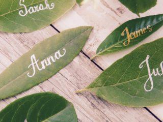 Leaf place cards via LaMiaCasa on Etsy