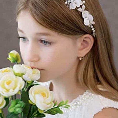 WHITE FLOWER AND PEARL HEADBAND By Campsis