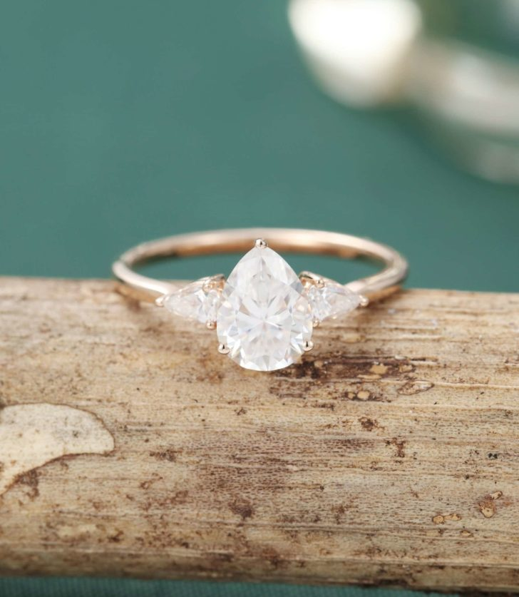 pear shape 3 stone ring