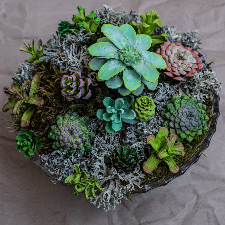pinecone flowers - DIY eco-friendly wedding decor
