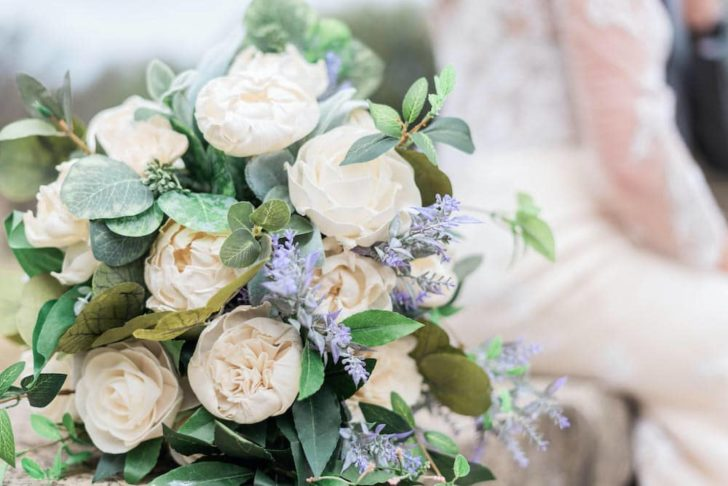 Florist- Melinda Brooks, CFM Designs. Photographers - Lynzee Febo