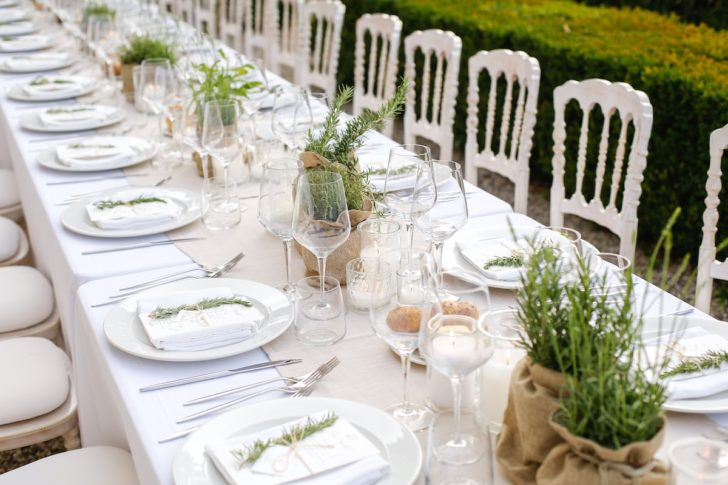 Minimalist wedding reception ideas