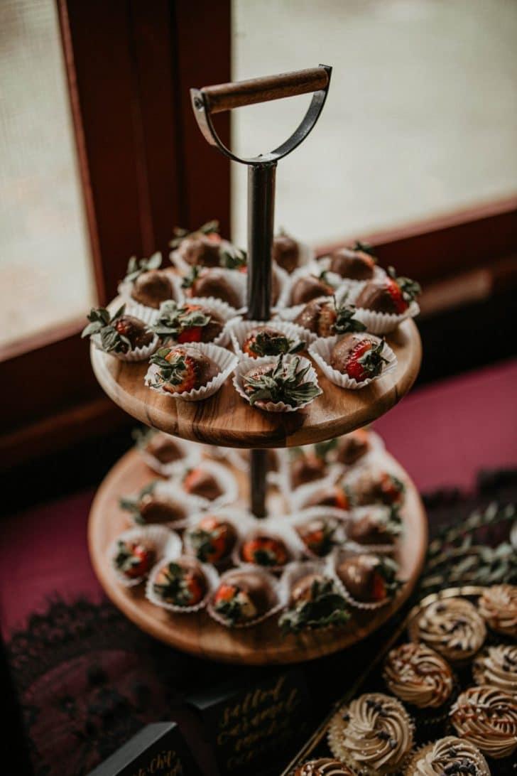 wedding dessert - chocolate covered strawberries