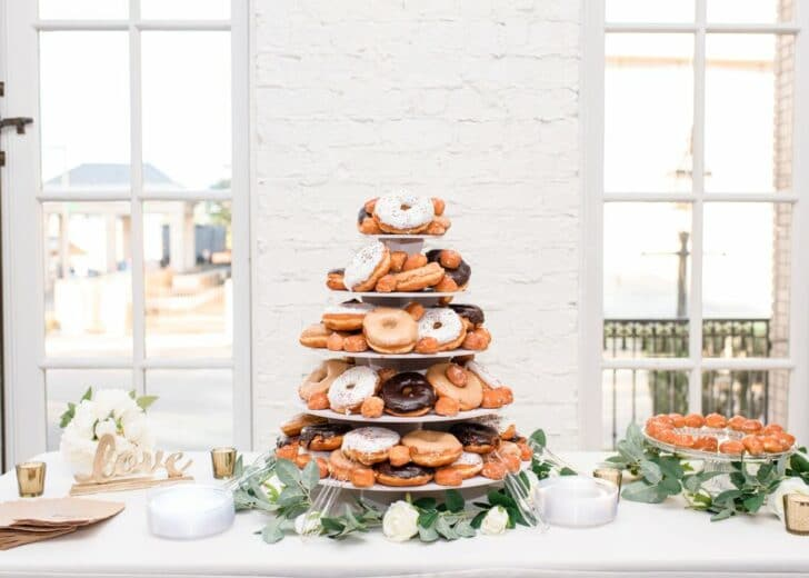 wedding donut tower - wedding cake - donut tower