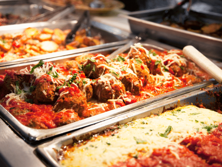 How to Save Money on Wedding Catering - Serve Pasta