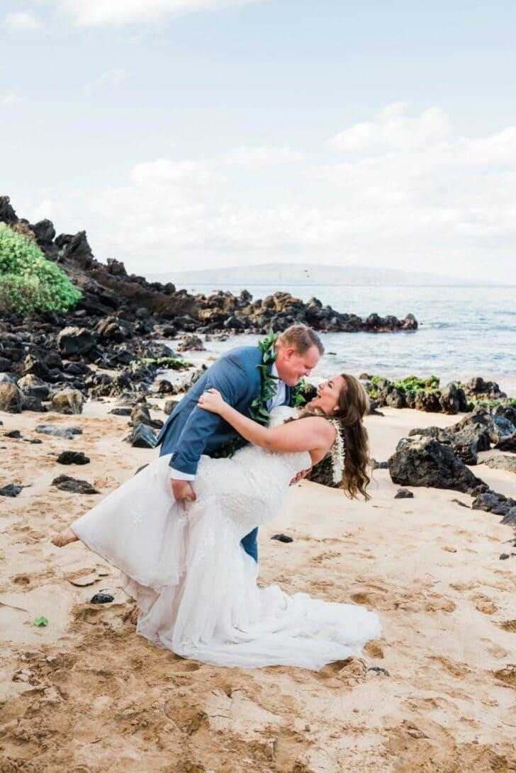 bride and groom- Hawaiian Elopement