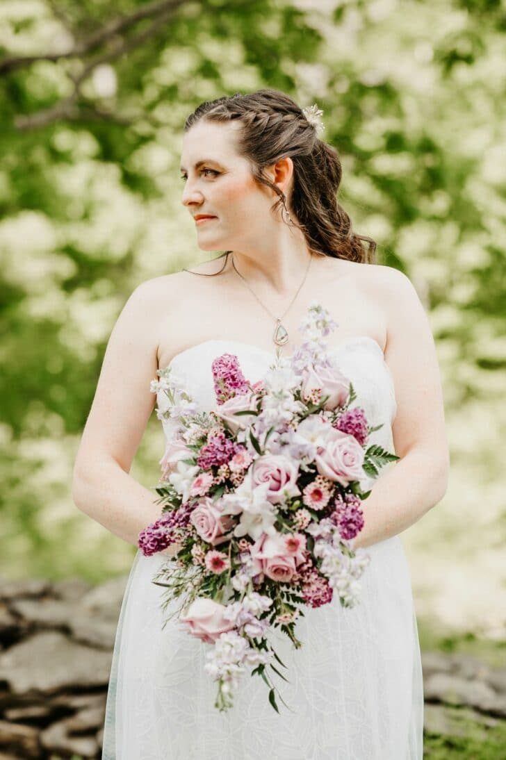 bride - bouquet - lavender and pink flowers